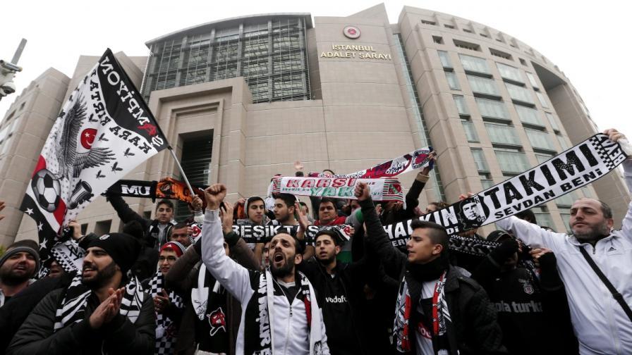 В Турция съдят футболни фенове за опит за преврат