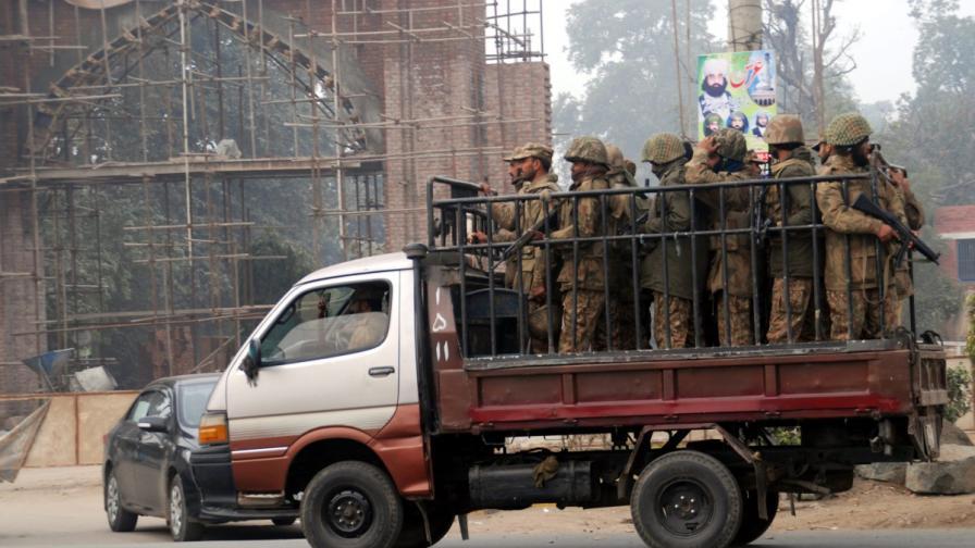 Пакистан ще екзекутира 500 души, осъдени за тероризъм