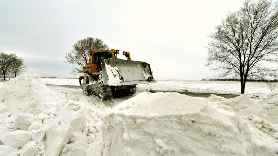 Сърбия: Червен код за сняг до границата с България