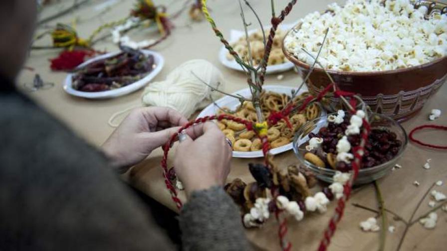 Обичаят сурвакане е най-характерният за Нова година обичай, известен в цялата страна