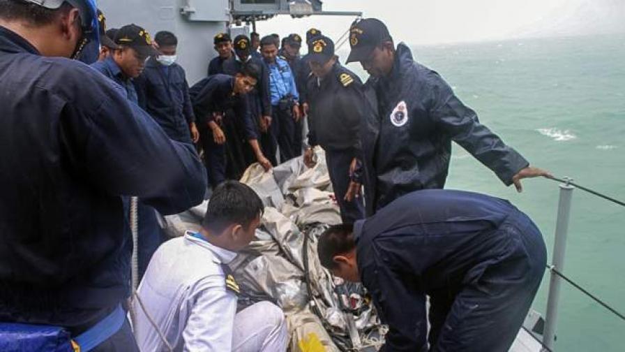 Индонезийски спасителни екипи