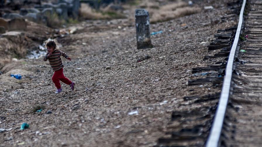 Скандал във Франция заради погребение на ромско бебе