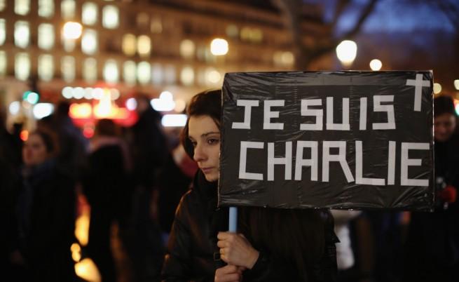 """Момиче с носи надпис """"Аз съм Шарли"""""""