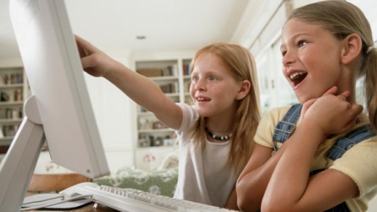 дете деца книга компютър родител