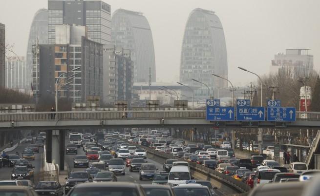 Как в Китай се борят с прекомерния брой на автомобилите