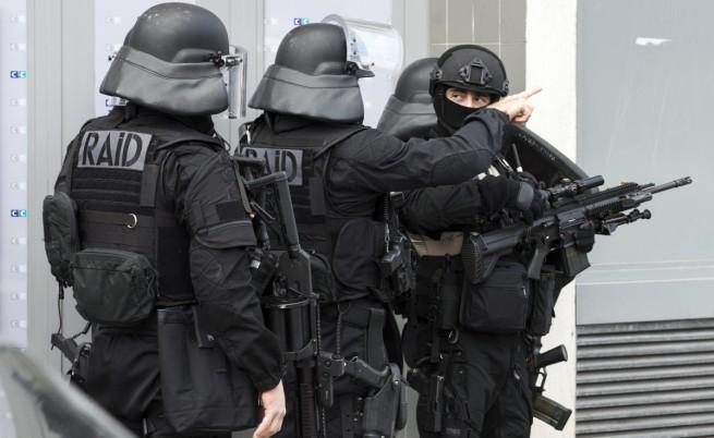 Петима задържани при антитерористична операция във Франция
