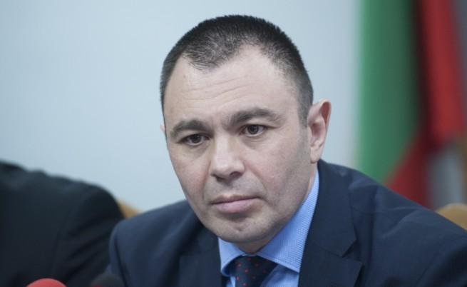 Лазаров в съда: Трима души в момента