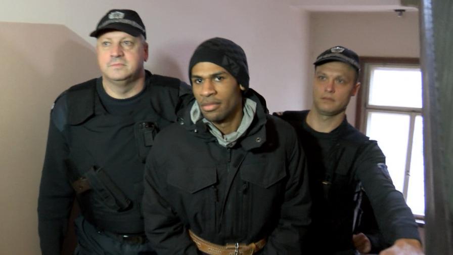 Френските власти повдигнаха предварителни обвинения на Фриц-Жоли Жоашен