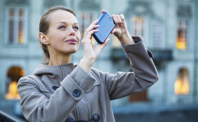 В Хонолулу ще глобяват за гледане в телефона при пресичане