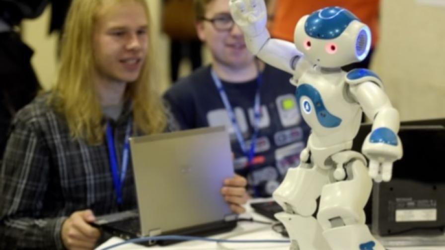 Роботи започват работа в най-голямата японска банка
