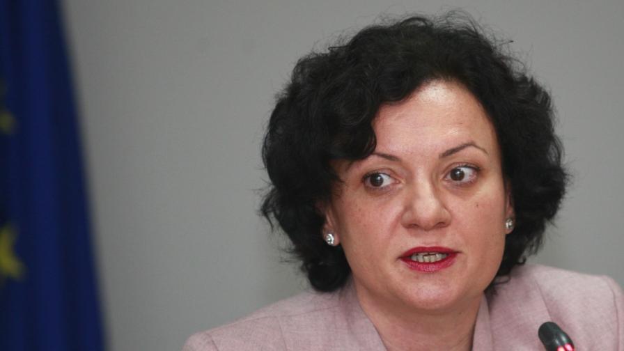 Министър Ивелина Василева