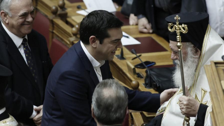 Алексис Ципрас посреща архиепископа на Атина и цяла Гърция Йеронимус преди полагането на клетва от новия парламент