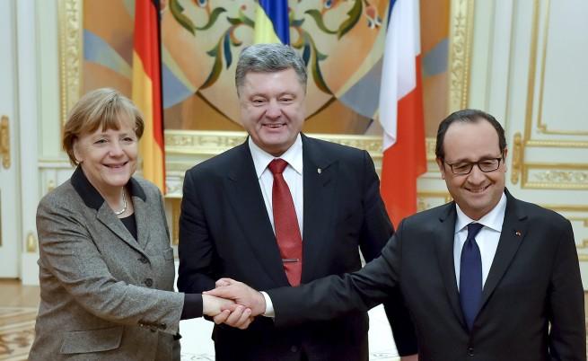 Лидерите на Германия, Украйна и Франция: Ангела Меркел, Петро Порошенко и Франсоа Оланд