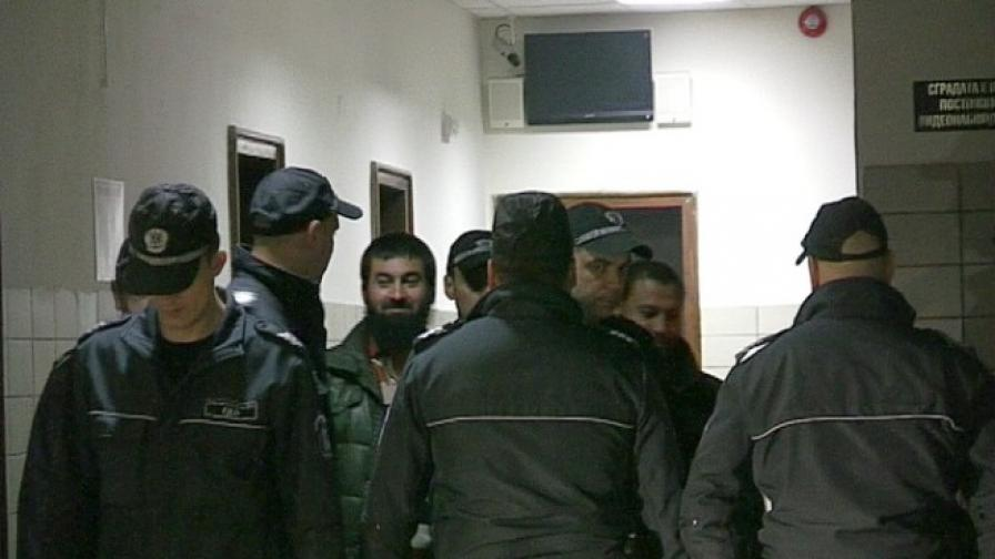 Водят Ахмед Муса за предишно заседание на съда
