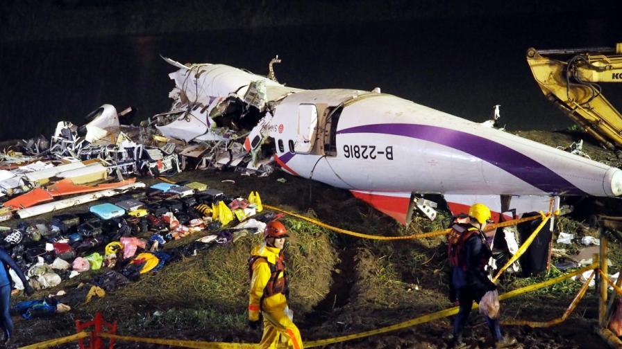 Двата двигателя на падналия в Тайпе самолет не работели