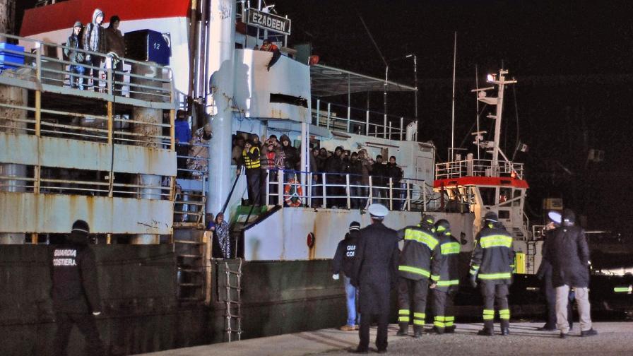 27 мигранти, спасени от Италия, измръзнаха до смърт