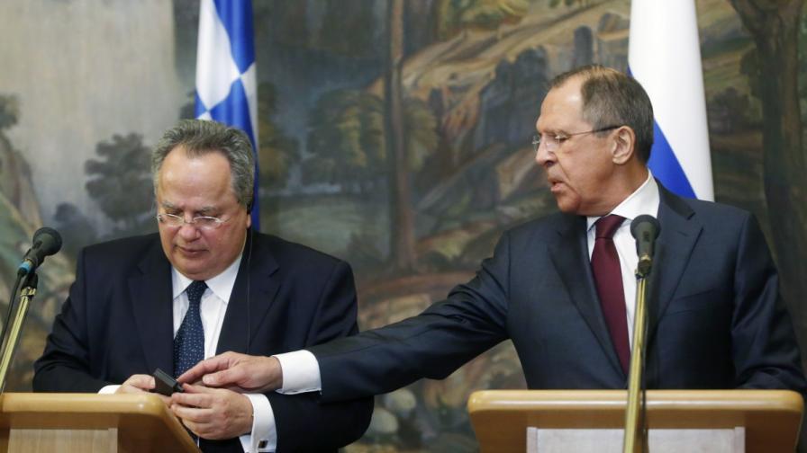 Гръцкият външен министър Никос Кодзияс и руският му колега Сергей Лавров