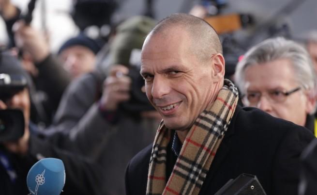 Гръцкият финансов министър разбуни социалните мрежи заради шал