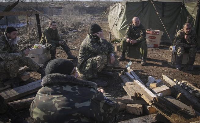 Примирието в Украйна започна с взаимни обвинения за нарушения