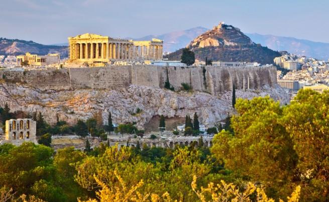 S&P: Икономиката на Гърция би се сринала с 25% при