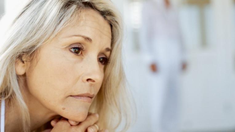 самота нещастие размисъл стара жена