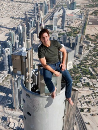 Том Круз на върха на Бурдж Халифа в Дубай