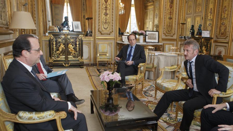 Президентът Франсоа Оланд се срещна с актьора Шон Пен