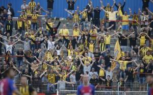 Бой между албанци и българи пред стадиона в Тирана
