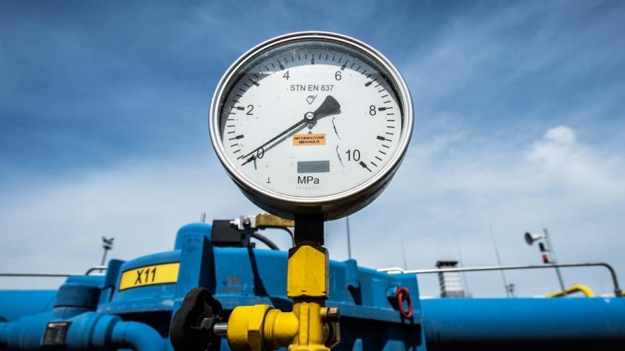 """""""Газпром"""" иска предплата преди да пусне газ за Украйна"""