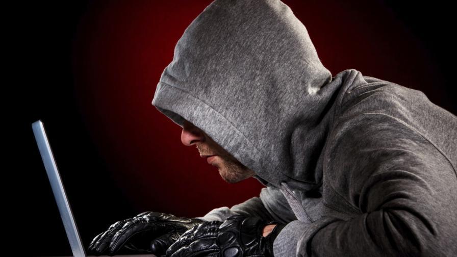 Ужасяващо: Педофил на 32 насилил над 122 деца онлайн