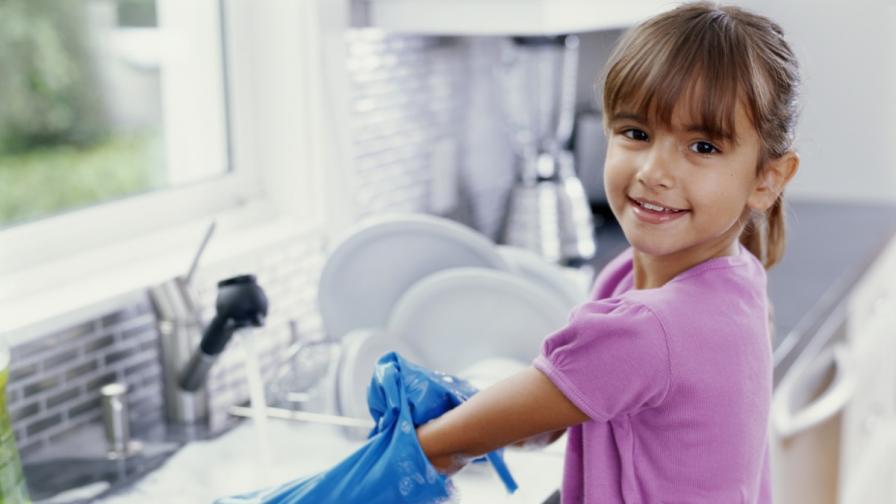 Мийте чиниите на ръка, за да предпазите децата от алергии