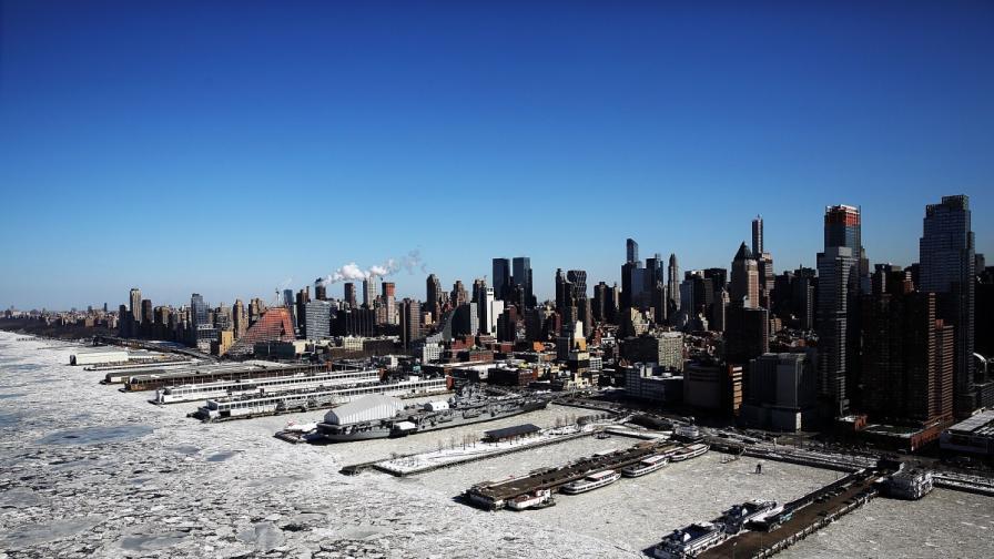 Лед скова Манхатън като в холивудски филм