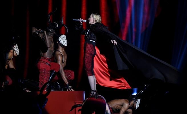 Армани и Мадона в словесна битка заради падането ѝ