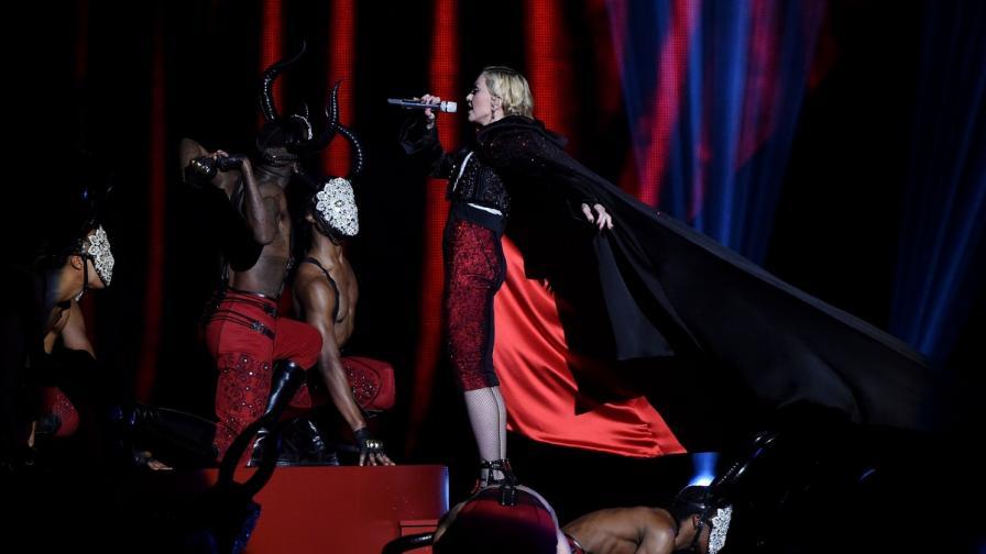 Мадона падна лошо по време на наградите БРИТ (видео)
