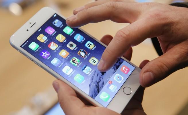 Сенатор поиска отговори от Apple заради бавните iPhone-и