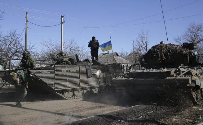 Киев обеща да започне изтегляне на тежките оръжия