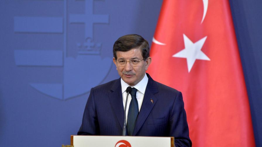 Турция разполага допълнителни войски и снаряжение по границата със Сирия