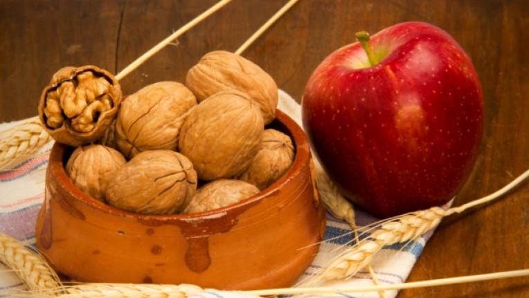 орех ябълка жито