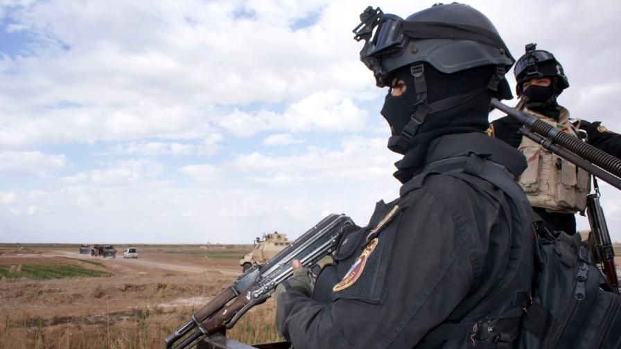 Иракски военни на пост по време на обсадата на Тикрит