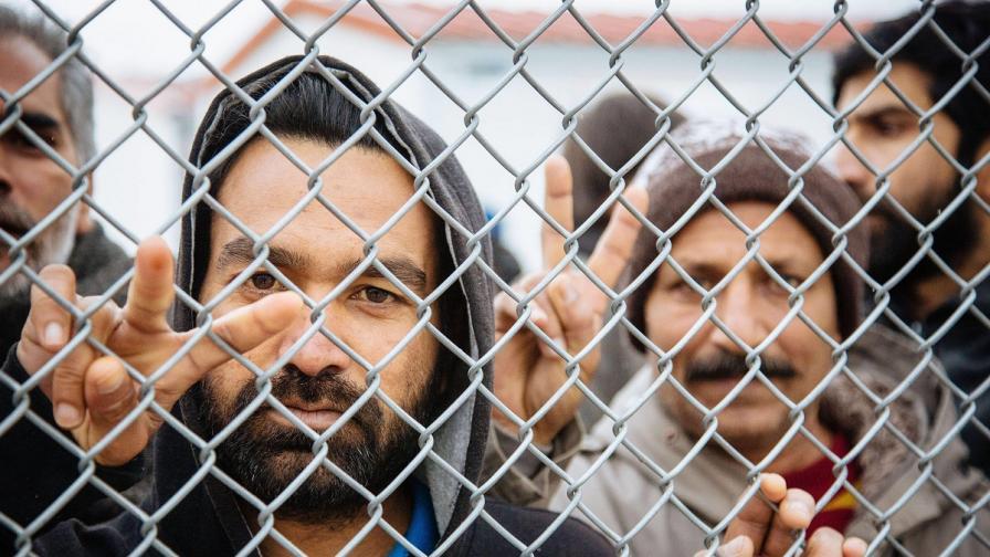 ЕК ще наказва държавите, които не регистрират бежанци