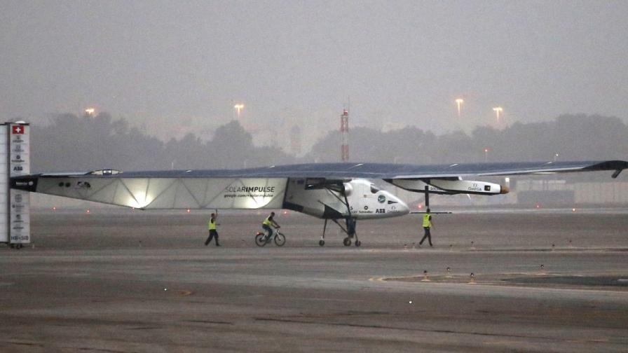 Соларен самолет тръгна на околосветска обиколка