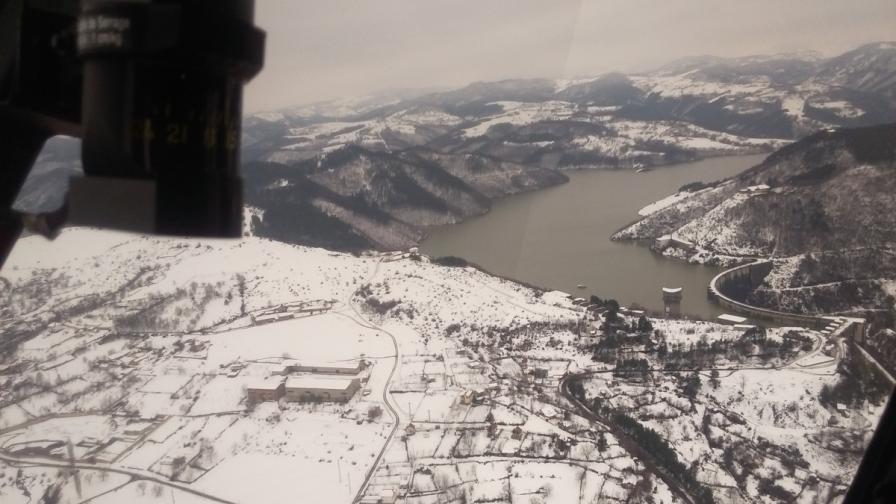 С хеликоптер са огледани щетите по електропреносната мрежа в Родопите