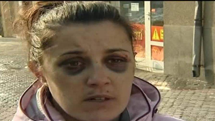 Пребиха млада жена за 15 лева в Самоков, нападателите са освободени