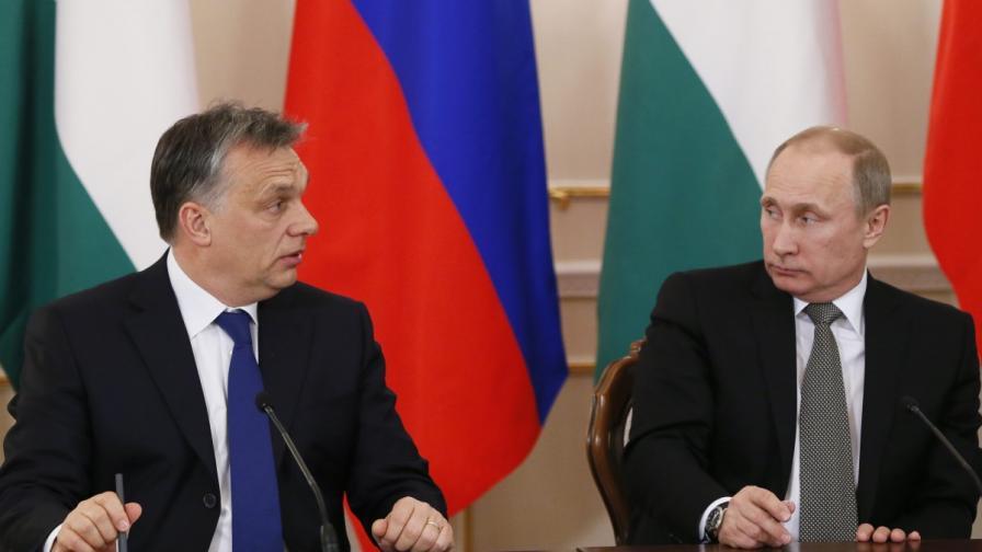 Унгарският премиер Виктор Орбан (л) и президентът на Русия Владимир Путин