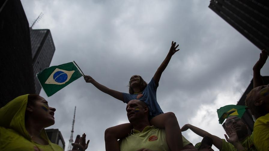 Близо милион бразилци участваха в протести срещу управлението на Дилма Русеф
