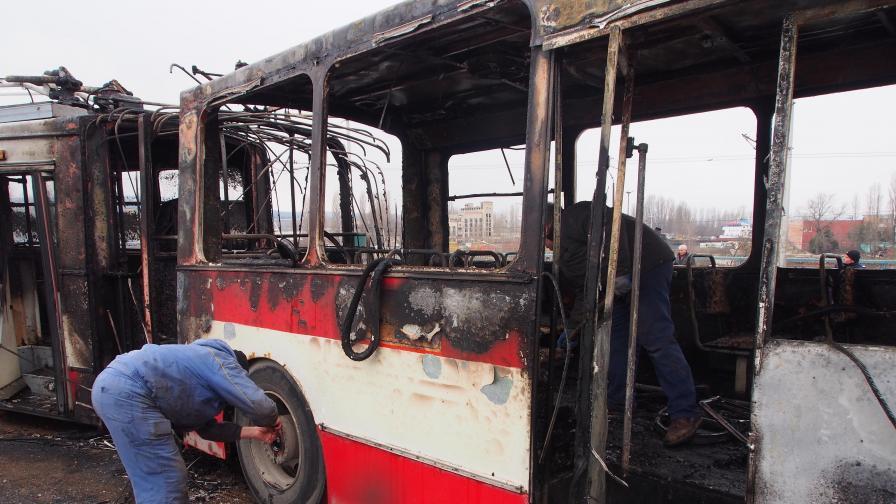 Тролей горя във Варна, двама са пострадали