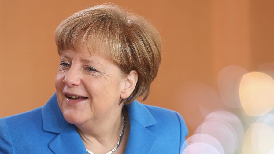 Меркел: Преговорите с Гърция може да продължат след референдума