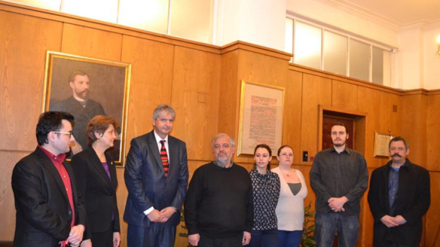 Лъчезар Иванов, третият от ляво на дясно