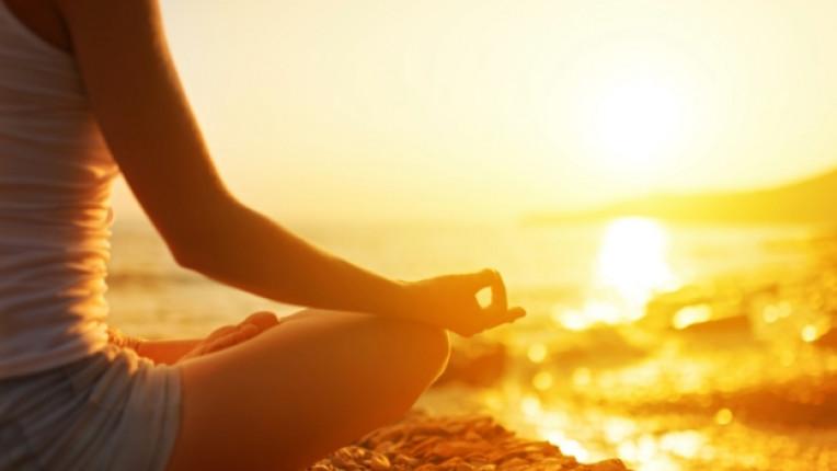 медитация жена йога
