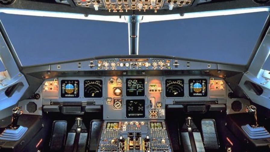 Поискаха от европейските авиокомпании по двама души в пилотската кабина